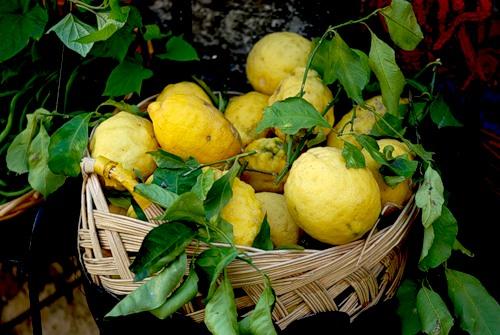 limoncello-fatto-in-casa-homemade-lemon-liquore-ricetta